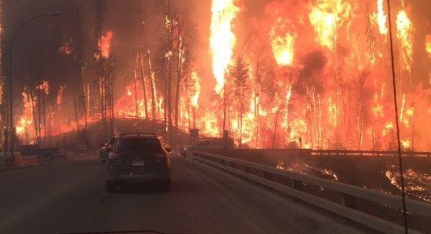 Olbrzymi pożar lasów w prowincji Alberta