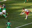 Arkadiusz Milik (P) strzela gola w meczu z Irlandią Płn., 12 bm. w Nicei.  Bartłomiej Zborowski PAP