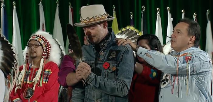 Nie żyje legenda kanadyjskiej muzyki – posłuchajmy jego apelu o jedność!