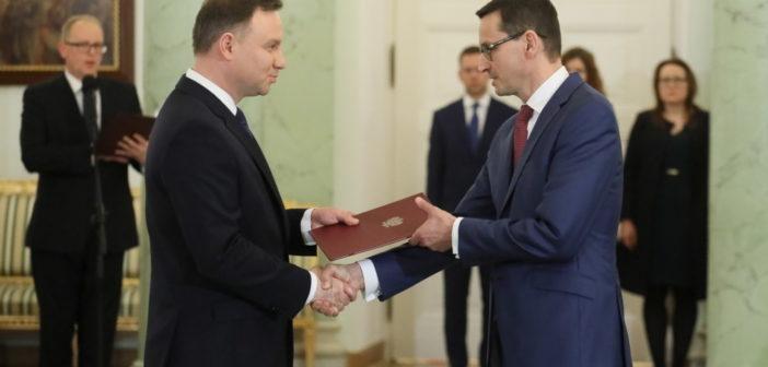 """""""FT"""": Szydło zastąpiona """"modernizatorem"""" Morawieckim"""